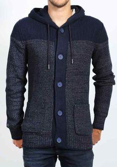 Herenmode, Chasin' Indahood trui deze trui heeft een grof gebreid patroon en sluit met grote knopen.