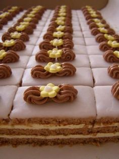 Fashion and Lifestyle Czech Desserts, Easy Desserts, Baking Recipes, Cake Recipes, Dessert Recipes, Baking Cupcakes, Cupcake Cakes, Mini Pastries, Mini Tortillas