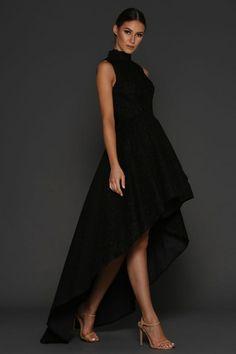 Vestiti lunghi eleganti e una proposta con abito asimmetrico di colore nero e1d5b68dabb