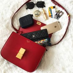 Your online destination for the best cell phone accessories. From stylish phone cases to a sturdy monopod - we got it all! What In My Bag, What's In Your Bag, Celine, Inside My Bag, Moda Do Momento, What's In My Purse, Purse Essentials, Gadgets, Wallet Pattern