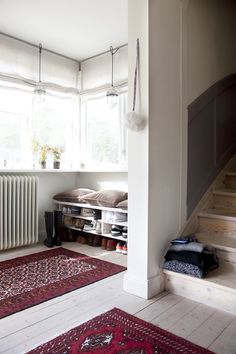 build something like this for the mud room. place for shoes and a bench