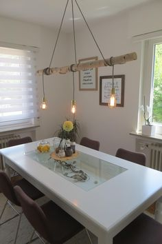 Eine Besondere Möglichkeit um Licht ins Dunkel zu bringen. Sylische Lampe aus einem Birkenstamm. Wird mit Montageset ausgeliefert. Im Lieferumfang ist die auf dem Bild abgebildete Lampe...