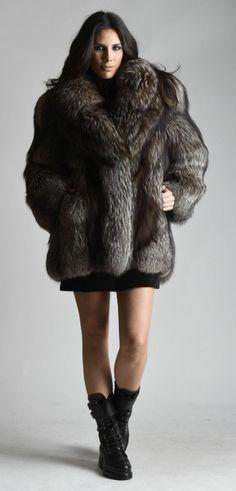 Nadire Atas on Luxury Fur Coats Fox Fur Coat, Fur Coats, Chinchilla, Fur Fashion, Womens Fashion, Fabulous Fox, Female Images, Fur Jacket, Coats For Women