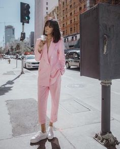 baby pink suit with white sneakers spring outfit ideas and style inspiration millennial pink bla baby pink suit with white sneakers spring outfit ideas and style inspiration millennial pink bla Laura Fashion nbsp hellip Teenager Fashion Trends, Trend Fashion, Suit Fashion, Look Fashion, Fashion Outfits, Womens Fashion, Pink Outfits, Mode Outfits, Rosa Blazer