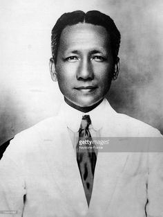 Portrait of the Filipino senator Sergio OSMENA between 1925 and He prepared the Philippines' autonomy towards the United States and became president of the Philippines from August 1944 to May. Get premium, high resolution news photos at Getty Images President Of The Philippines, Filipino Fashion, Vintage Style, Vintage Fashion, Pinoy, Dapper, Presidents, Charcoal, Swag