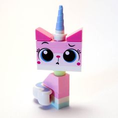 It's Unikitty! Probably one of my favourite 'minifigs'. Lego Film, Lego Movie, Lego Animals, Funny Animals, Lego Dog, Crystal Room, Lego Sculptures, Unicorn Drawing, Lego Pictures