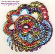 Un petit scrumble freeform supplémentaire dans la lignée du précédent : - Sophie Gelfi créations textiles