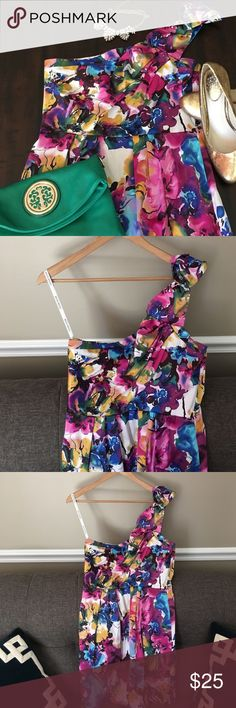 One-shoulder 🎉 PARTY 🎉 Dress Bisou Bisou Re-posh because this 14P dress is just a little too short for this mama. Love this dress but I'm not going to wear it and this dress deserves to see some fun! Please take this dress out on the town! Bisou Bisou Dresses One Shoulder