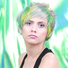 SLAYYYYYYYY. | This Holographic Hair Is Everything And More Frisuren, Haare