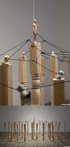 이동욱 / Good Boy / mixed media / 80x120x120cm, Wooden table leg79x5x5cm(each) / 2012