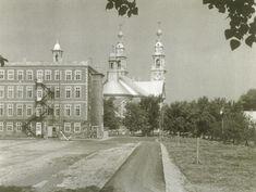 Le collège pour garçons, La Mennais, situé derrière l'église à Ste-Croix. Photo 3731 - PHSL