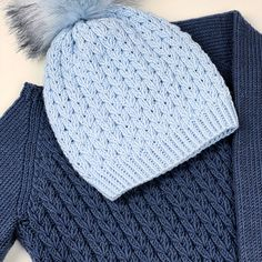 The perfect knitting pattern for kids! You can find it in English on Ravelry. Cable Cardigan, Sweater Hat, Cable Knit Sweaters, Easy Knitting Patterns, Knitting Designs, Crochet Crafts, Ravelry, Knitwear, Winter Hats