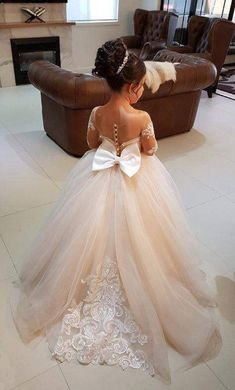 OMG! What a cute flower girl dress.