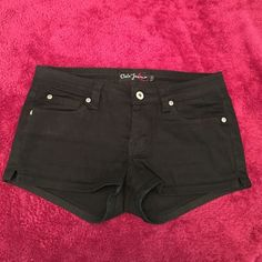 """BLACK SHORTS BRAND NEW & NEVER WORN. BLACK STRETCHY JEAN SHORTS. SIZE LARGE. SHORTS MEASURE 8.5"""" INCHES TOP TO BOTTOM IN FRONT AND 11"""" INCHES TOP TO BOTTOM IN BACK. Cielo Jeans Shorts"""