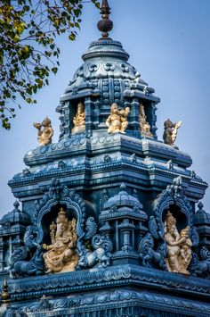 """HINDUISMO  - 2. """"O hinduísmo é citado frequentemente como a 'religião mais antiga' (...)  a 'mais antiga tradição viva' (...) a 'mais antiga das principais tradições existentes' """" (Fonte: Wikipédia). Da pasta: Tradições, Mitologias, Ícones, Holismo.  Annegude+Temple,Karnataka ,India"""