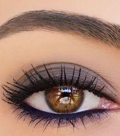 20 ideas de maquillaje para destacar ojos marrones: ciruela mate