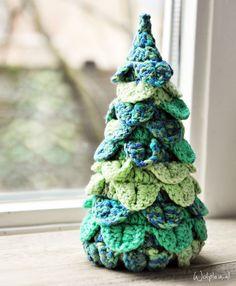 Kerstboom haken om je huis mee in kerstsfeer te brengen? We hebben een origineel patroon met de krokodillensteek. Hoe dikker het gare, hoe groter je boom!