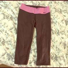 Nike Capri Pants Very loved Niké pants in comfortable cotton. Literally these pants have been my go-to for a long time! Trying to find them a new lovable home! (Small but can definitely fit a Medium) Nike Pants Capris