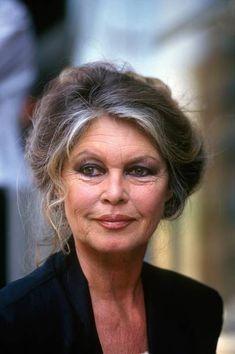 30 Meilleures Brigitte Bardot Photos et images - Getty Images Bridgitte Bardot, Bardot Hair, Wise Women, Glamour, Catherine Deneuve, Aging Gracefully, Movie Stars, Divas, Beautiful People