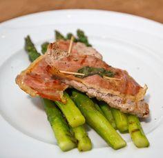 Gegrillter grüner Spargel mit Saltimbocca (Kalbsfleisch)