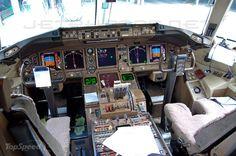767-400ER cockpit
