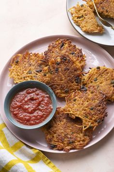 Spaghetti Cakes | Weelicious Spaghetti Cake Recipe, Lunch Box Recipes, Lunch Ideas, Dinner Ideas, Leftover Spaghetti, Whats For Lunch, Thing 1, Cooking Wine, Pasta Noodles