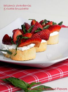 Bruschetta with Balsamic Strawberries Ricotta from the blog, weave a thousand flavors.