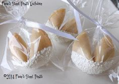 25 Wedding Fortune Cookies Wedding Favors by PixiesSweetTreats Cookie Wedding Favors, Cookie Favors, Personalized Wedding Favors, Kid Party Favors, Wedding Gifts, Wedding Things, Super Cookies, Cookies For Kids, Personalized Fortune Cookies