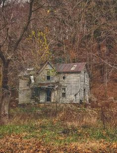 Old Buildings, Abandoned Buildings, Abandoned Places, Spooky Places, Haunted Places, Abandoned Farm Houses, Abandoned Homes, Creepy Old Houses, Old Cabins