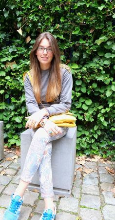 New outfit post on the blog ! Have a good weekend! xx  Asos sweater, Zara jeans, New Balance sneakers, Zara bag   http://www.stylingpot.be/