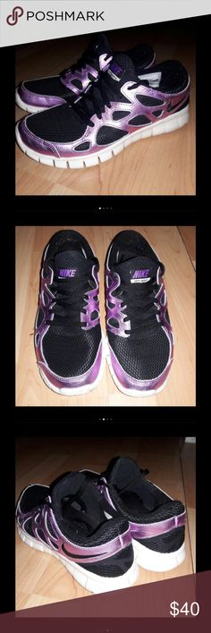 Nike free run 2 In good conditions haven't wear these in a while and I didn't wear much!  Very cute silver-purple and black!  Checkout my listings for more awesome stuff! ☺ I need everything home so please check my other listings out! Nike Shoes Athletic Shoes