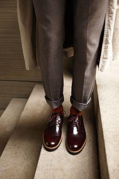 Modern design shoes - Derbies bordeaux - LookBook Alpha Bordeaux   Subtle Shoes Bordeaux, Derby Outfits, Style Masculin, Lookbook, Design Moderne, Aw17, Doc Martens, Oxford Shoes, Fall Winter