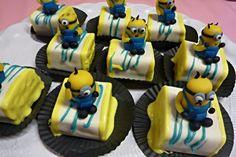 Little minion cakes. www.dezoetetaart.com