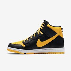 Nike's CMFT Dunk High build with an enticing, Jordan-inspired colorway. Nike Water Shoes, Casual Sneakers, Sneakers Nike, Nike Store, Nike Dunks, Nike Sb, Yellow Black, Black Nikes, Nike Air Force
