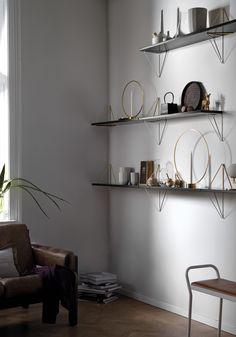 Sale On Interior Paint Wall Shelves, Shelving, Homemade Shelves, Interior Wall Lights, Unique Shelves, Shelf Design, Home And Deco, Minimalist Interior, Beautiful Interiors