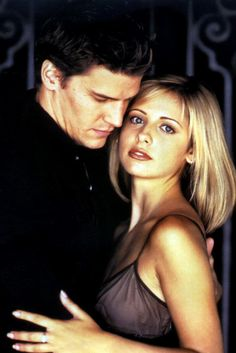 Buffy-Sarah-Michelle-Gellar-David-Boreanaz-Angel-dvdbash19