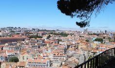Comment visiter #Lisbonne en un week-end ? | Via Les Exploratrices Blog | 22/08/2016 Lisbonne… Située à l'embouchure du Tage, capitale du Portugal, Lisbonne est haute en couleur et séduit par ses charmantes ruelles et ses façades colorées. Egalement appelée la ville aux 7 collines, Lisbonne est réputée pour ses belvédères offrant de superbes vues de la ville. Grâce à sa riche histoire, elle compte de nombreux lieux et monuments à visiter. #Portugal