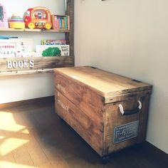 オシャレなお部屋で見かけるりんご箱☆  置くだけでも様になる  収納力もアレンジも多様!