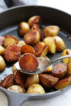 Do you know the secret to perfect Crispy Baked Rosemary Potatoes that are tender on the inside and full of flavor? This recipe show you how and it is so much easier than it seems. http://www.thefedupfoodie.com