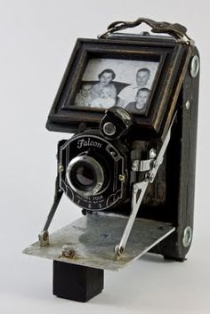 Mamie Jane's - old camera as a photo frame, this is a new one on me.  Good idea.