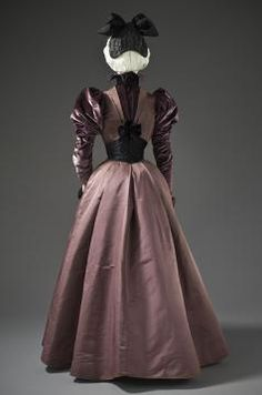 c. 1897  Silk twill and silk cut velvet on twill foundation.    Purchased with funds provided by Suzanne A. Saperstein and Michael and Ellen Michelson, with additional funding from the Costume Council, the Edgerton Foundation, Gail and Gerald Oppenheimer, Maureen H. Shapiro, Grace Tsao, and Lenore and Richard Wayne.