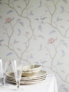 The wallpaper Marianne Grå - from Sandberg is wallpaper with the dimensions m x m. The wallpaper Marianne Grå - belongs to the popular w M Wallpaper, Pattern Wallpaper, Pattern Names, Designers Guild, Small Rooms, Casablanca, Classic Style, Finding Yourself, Mariana
