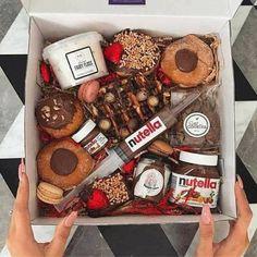 nutella, food, and chocolate image Diy Birthday, Birthday Gifts, Cute Gifts, Diy Gifts, Graze Box, Dessert Boxes, Tumblr Food, Sweet Box, Food Platters