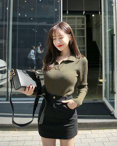 Pretty Asian Girl, Cute Asian Girls, Beautiful Asian Girls, Fashion Models, Girl Fashion, Fashion Outfits, Beautiful Girl Image, Korea Fashion, Retro Outfits