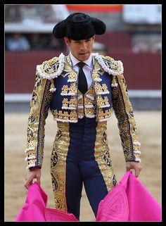 matador bulge: 14 thousand results found on Yandex. Matador Costume, Male Ballet Dancers, Beautiful Costumes, Men In Uniform, Spanish Style, Spanish Woman, Costume Design, Traditional Outfits, Beautiful Men