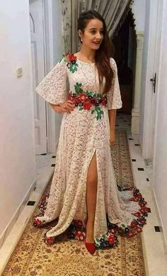 Black and red lace Kurta Patterns, Frock Patterns, Prom Party Dresses, Evening Dresses, Abaya Fashion, Fashion Dresses, Simple Dresses, Casual Dresses, Mexican Dresses