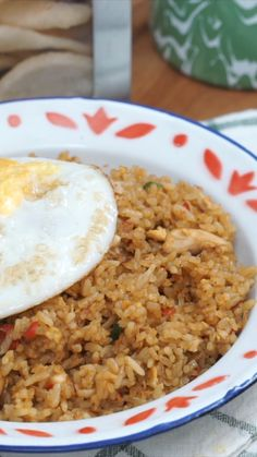 1 lb Rice 2 eggs lb chicken, diced 3 cloves garlic tsp cayenne 3 tablespoon sweet soy sauce 1 tablespoon Soy sauce Salt as needed Pepper as needed Oil Rice Recipes, Asian Recipes, Cooking Recipes, Malaysian Food, Malaysian Recipes, Indonesian Food, Indonesian Desserts, Cold Meals, Diy Food