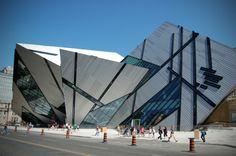 architecture moderne et déconstructivisme - le Musée royal d'Ontario par Daniel Libeskind