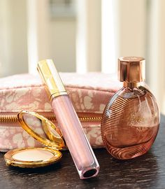 A few beauty essentials: translucent powder, a light pink gloss and a feminine fragrance. Estee Lauder #beautygarage