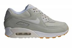 We have again a great Nike Air Max 90 Essential for men inside. This time released in the main color beige. These shoes are made of suede leather.